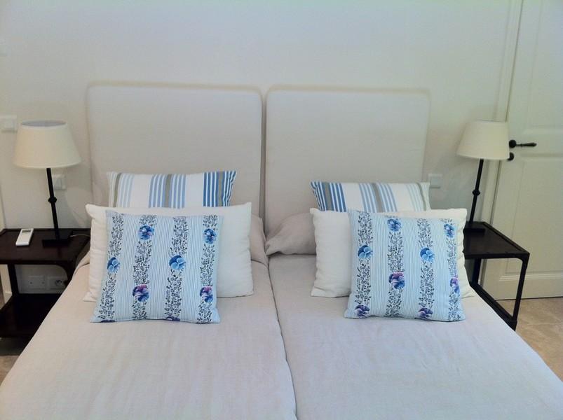 Coussins voilage rideaux tapissier tete de lit sur mesure for Coussin de canape sur mesure